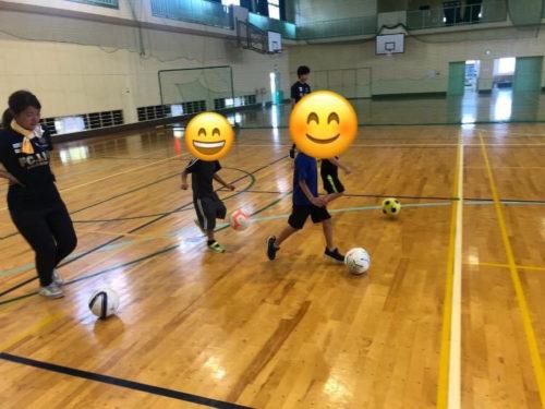 サッカーのドリブル練習