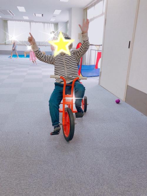 おもちゃ図書館で遊ぶ子ども