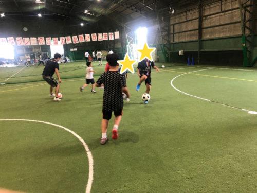 サッカーをする子どもたち2
