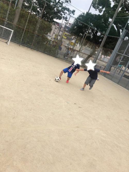 サッカー一対一白熱中